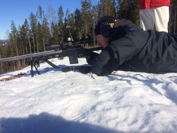 Emil skjuter precision station 5