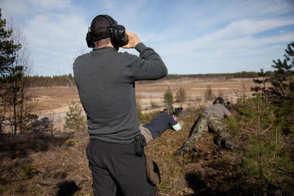 Skyttar och observatör under träningstillfället i april 2015