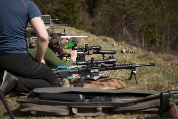 Skytt skjuter och finputsar på detaljer.