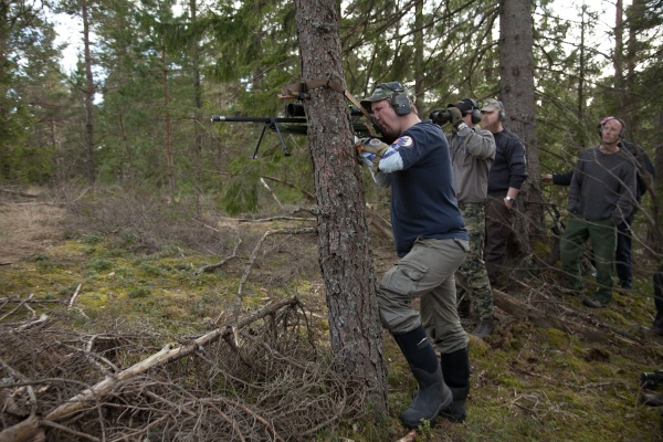 Vapenremmen kan användas till många saker, bl.a. som fäste i träd